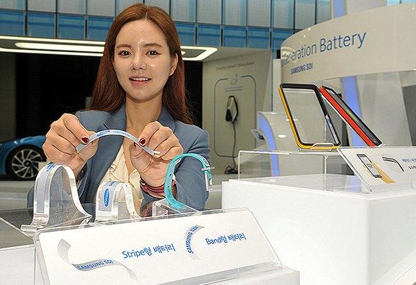 Samsung и LG показали гибкую батарею для зарядки носимых устройств