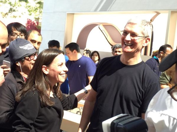 tim_cook_bodyguard